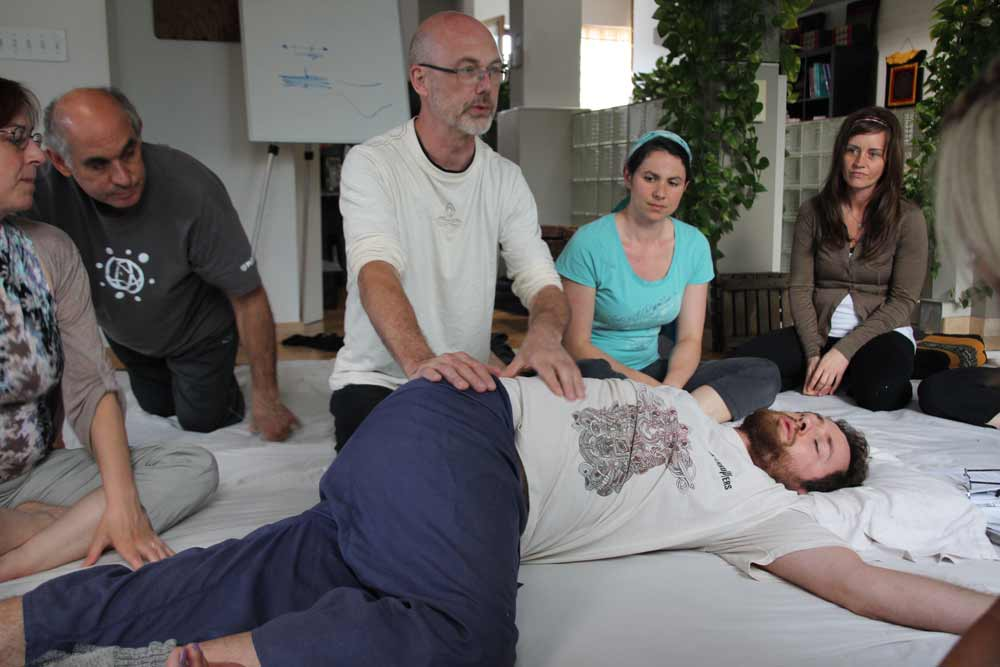 Chuck demonstrates spinal rotation resolving stretch as part of QL treatment.